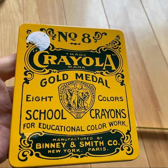 New vintage crayola tin 2000 & crayons
